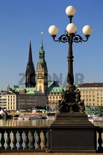 Hamburger Rathaus und Nikolaikirche