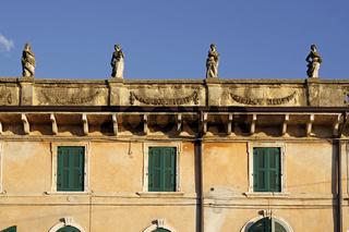 Lazise, Haus auf dem Marktplatz (Piazza Vittorio Emanuele), Gardasee, Venetien, Italien