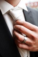 Krawatte zurechtrücken