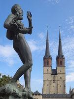 Halle - Marktkirche Unser Lieben Frauen mit Brunnenfigur, Deutschland