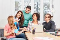 Erfolgreiches Internet Start-Up Team im Meeting