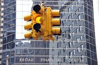 gelbe Ampel, Broad Financial Center