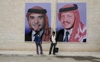 Zwei Portrait des letzen Koenig Hussein