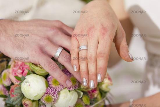 Garden Wedding exchange rings