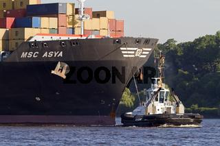 Containerschiff im Hafen von Hamburg, Deutschland