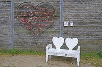 Herz mit Liebesschlössern im Hafen von List, Sylt, nordfriesisch
