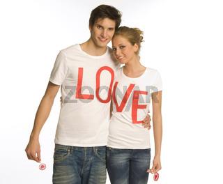 Pärchen mit T- Shirt love