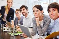 Gruppe beim Meeting in einem Start-Up
