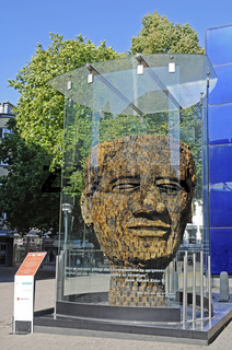 bust of Nelson Mandela by Jems Robert Koko Bi
