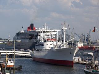 Queen Mary 2 und die Cap San Diego