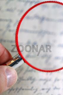 Brief und Lupe