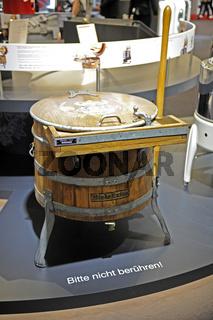 historische Waschmaschine der Firma Miele auf der internationalen Funkausstellung IFA 2009 in Berlin