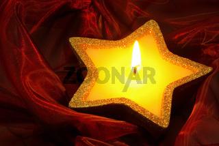 Kerze auf rot