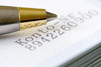 Kugelschreiber auf Kontounterlagen