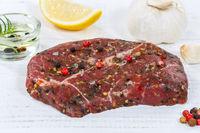 Fleisch Steak roh Rindfleisch Holzbrett