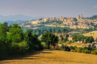 Urbino in Marken, Italien -  View of Urbino, Marche in Italy