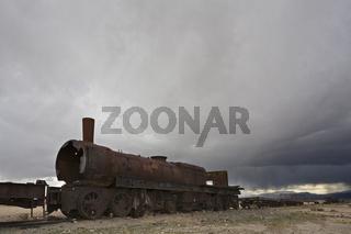 Eisenbahnfriedhof bei Uyuni, Altiplano, Bolivien, Suedamerika, Rail cemetery near Uyuni, Altiplano, Bolivia, South America