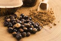 Guarana seeds and powder