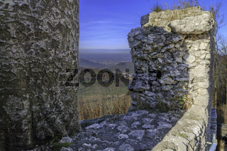 Burgruine Reussenstein, Ausblick über die Burgmauer ins Neidlinger Tal