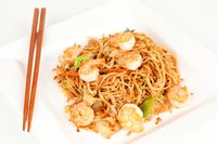 fried asian noodles with prawns