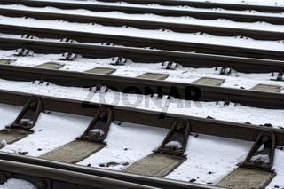 Eisenbahnschienen im Winter