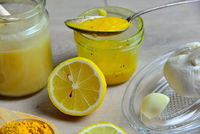 selbstgemachtes Natürliches Antibiotikum mit Honig Golden Honey Kurkuma