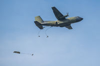 Paratroopers of the Bundeswehr at the exercise jump from 400 meters