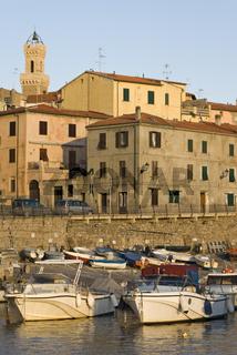 Hafen von Piombino in der Toskana
