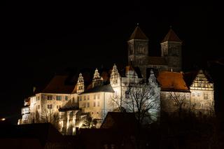 Schloss Quedlinburg in der Nacht beleuchtet