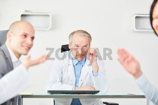 Senior als Klinik Chef mit Verantwortung