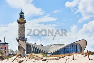 Leuchtturm und Teepott, Rostock Warnemünde, Deutschland