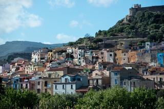 Stadtbild von Bosa in Sardinien
