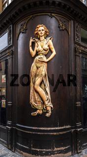 Lady aus Holz