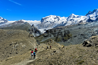 Wanderer im Wandergebiet Zermatt, Walliser Alpen, Wallis, Schweiz