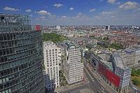 Blick vom Potsdamer Platz mit Bahn Tower in Richtung Brandenburg
