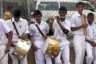Jungen in Schuluniform