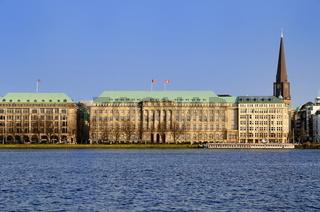 Hauptsitz einer Hamburger Reederei an der Binnenalster