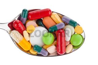 Tabletten und Medikamente auf Löffel