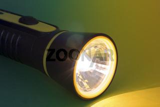 Leuchtende Taschenlampe