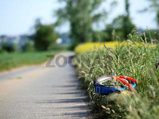 Fahrrad am Wegrand