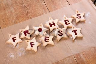 Frohes Fest gebackene Buchstaben