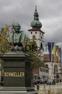 Schmeller-Denkmal in Tirschenreuth, Marktplatz,