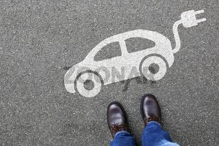 Mann Mensch Elektro Auto Elektroauto Fahrzeug Verkehr Mobilität Umwelt umweltfreundlich