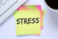 Stress im Job Burnout Entspannung Erschöpfung Schreibtisch