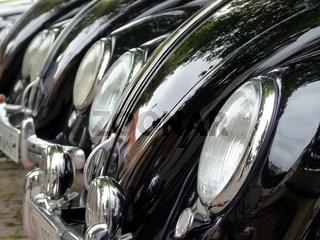 Oldtimer VW Kaefer - Fronten gestaffelt in Reihe