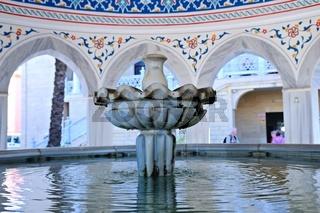 Brunnen vor der blauen Moschee in Manavgat