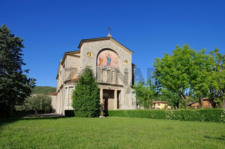 Clusane Kirche Parrocchiale di Cristo Re am Iseosee - Clusane church Parrocchiale di Cristo Re on Iseo lake, Lombardy in Italy