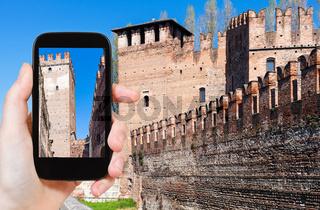 tourist photographs Castelvecchio in Verona