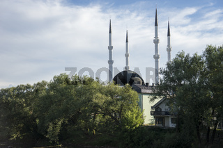 Moschee mit Minaretten in Sanski Most, Bosnien