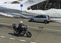Strassenverkehr auf der Passhöhe